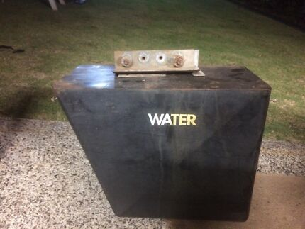 Undertray water tank for ute