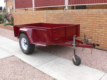 7x4 trailer [ tipper not hydraulic} with brakes