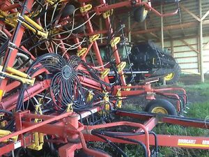 Bourgault 8810   40 ft. Airseeder