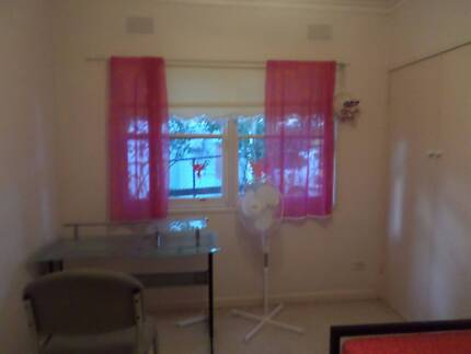 Room for rent in Glen Waverley (suitable for a Sri Lankan female)