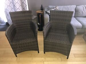 Set wicker patio chairs