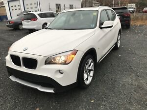 2012 X1  2.8i Xdrive , NEW MVI, AWD, PANO ROOF , NAVIGATION