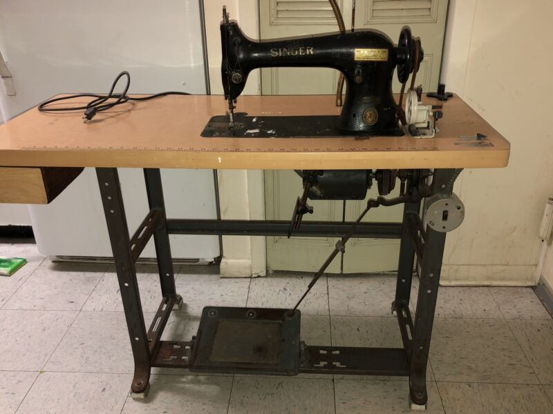 """Singer 31-15 Industrial """"Tailors"""" Antique Treadle Sewing Machine SEWS STRONG"""