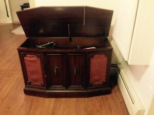 Vintage Fleetwood Stereo Console with Turntable