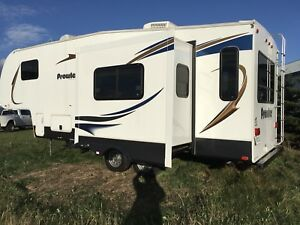 2012 Roulotte fifth wheel  25 pied 7242 lbs
