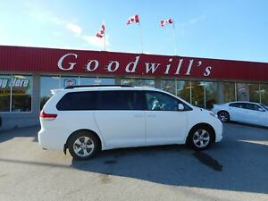 2011 Toyota Sienna LE! 7 PASS! POWER SLIDING DOORS!