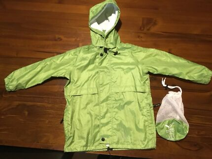Kids' Rainbird stow-away rain jacket, size XS (green)