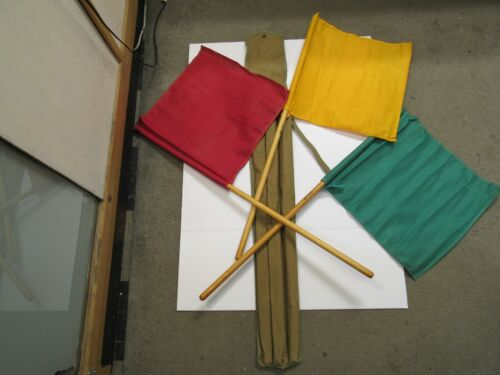 US WW2 Tanker Signal Flag Set M-238 RED YELLOW GREEN W/Case CS 90