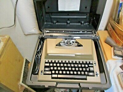 Vintage Sears The Graduate Electric Typewriter W Hard Case Good Working Shape