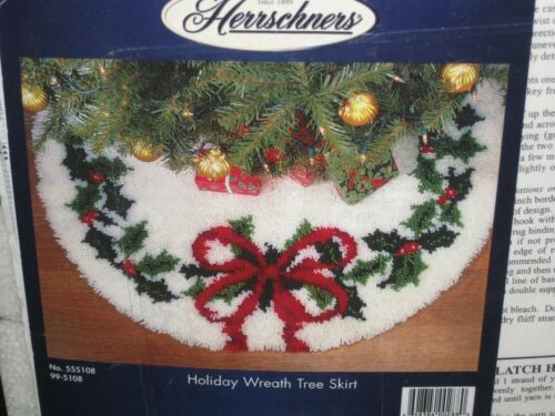 MINT HERRSHNERS HOLIDAY WREATH TREE SKIRT LATCH HOOK #555108