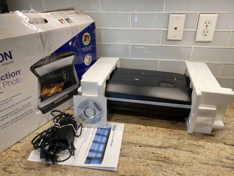 Epson Perfection V500 Photo Color Scanner
