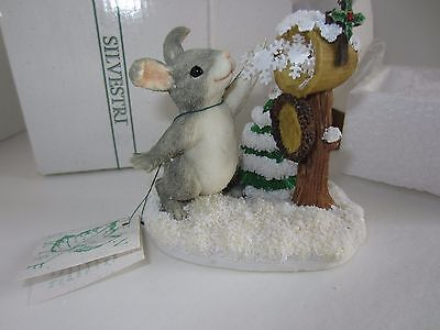 """NWT Silvestri CHARMING TAILS """"Sending A Little Snow Your Way"""" Figurine"""