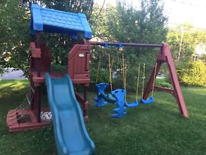 LITTLE TIKES OUTDOOR PLAY STRUCTURE