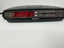 SONY DREAM MACHINE Dual Alarm FM / AM Clock Radio Model ICF-C390 Battery Backup