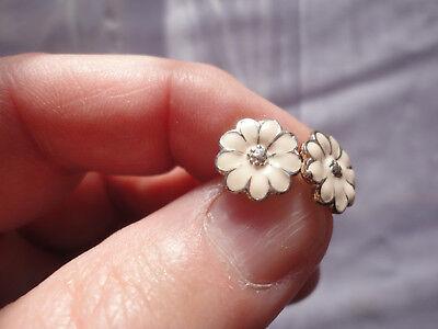 (Silverplated cream enamel 11mm daisy flower 2 gram pierced post dainty earrings)