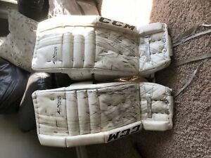 Goalie Pads Ccm 26 | Buy or Sell Hockey Equipment in Ontario