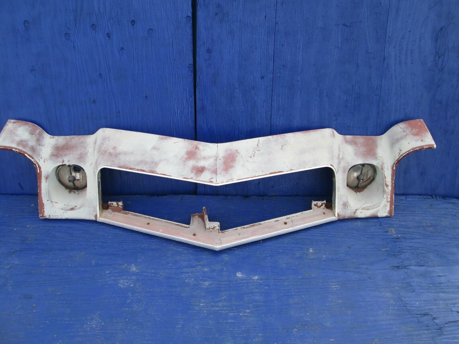 1974 1975 1976 1977 CHEVY CAMARO  GRILLE HEADER PANEL WITH PARK LAMP OEM# 347568