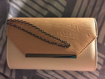 Colette clutch bag with removable chain strap