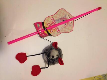 SQUEAKY CAT TOY DURMAZ PET TOY RATTLE MOUSE BALL ON A STRING
