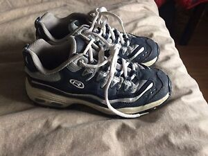 Size 6 women's running shoes excellent condition