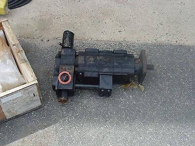 Parker Hydraulic Motor 3139720229 4 Bolt Mount Spline Drive