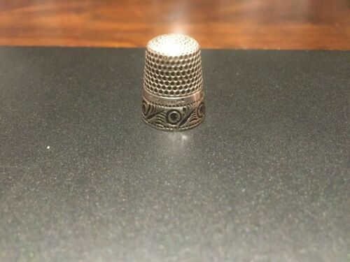 "ANTIQUE RARE ORNATE ANCHOR STERLING ""RD DGS EEE,"" THIMBLE- SIZE 8"