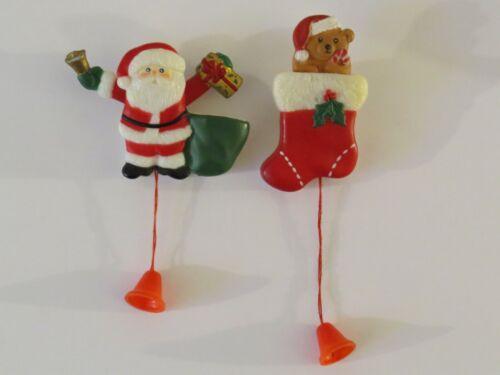 2 VINTAGE FUN WORLD PULL STRING HARD PLASTIC CHRISTMAS BROOCH PIN SANTA STALKING