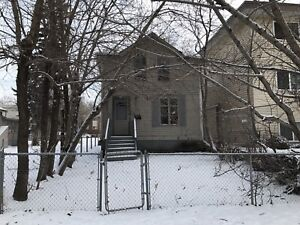 3 BR 2 Full Bath House in Oliver!!