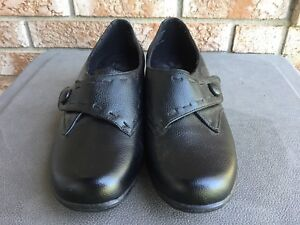 BRAND NEW WOMEN'S DR. SCHOLL'S SHOES FOR SALE!