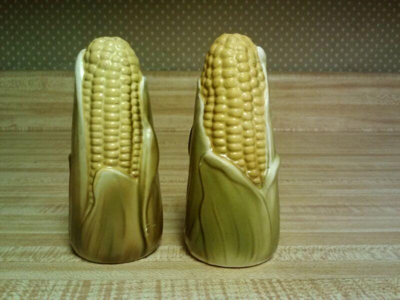 Holt Howard corn cob salt/pepper set, plastic stoppers, fall colors - 1960's