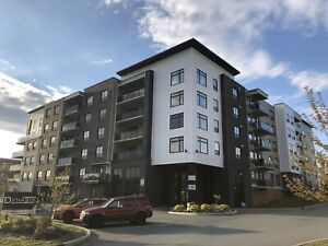 2 Bedroom + Den Corner Unit Available May 1 in West Bedford!