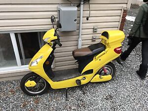 Electric bike scooter excellent condition.