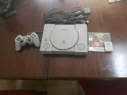 For sale PlayStation 1 with 1 game and 1 memory card