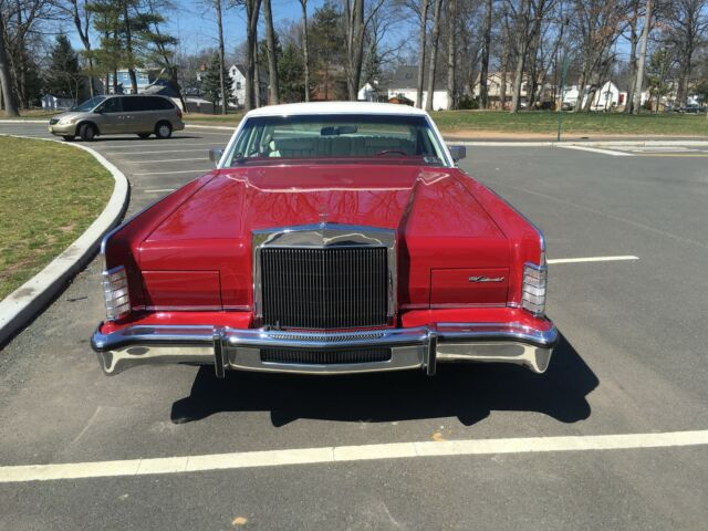 Image 1 of Lincoln: Town Car Red