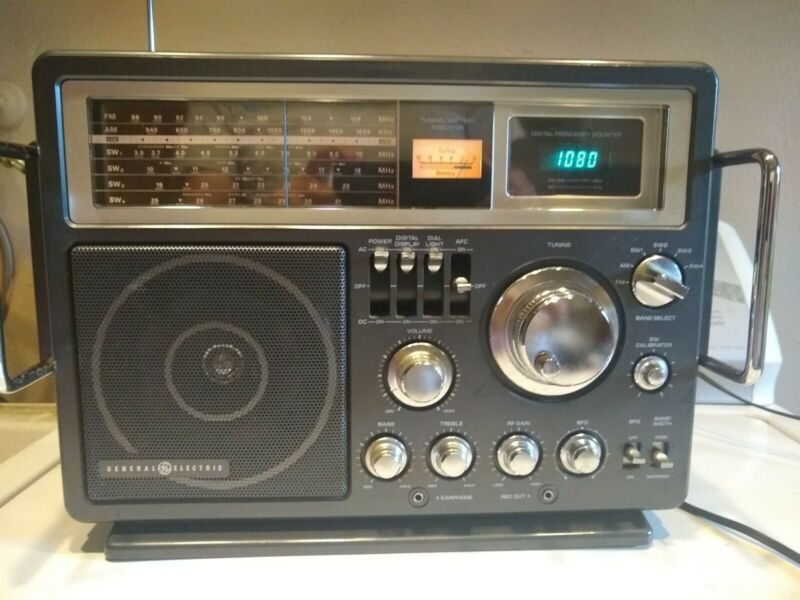 GE General Electric Model 7-2990A Portable 6 Band AM/FM Shortwave Radio