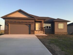 Beautiful new house available for rent in niverville!!