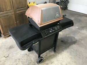 Barbecue BBQ Broil King fonctionne bien 75$