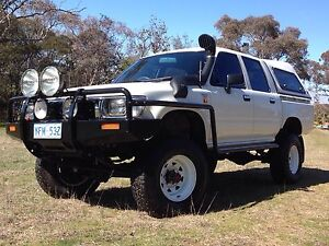 Toyota Hilux 4x4 2.8 turbo diesel very low Km's Lyneham North Canberra Preview
