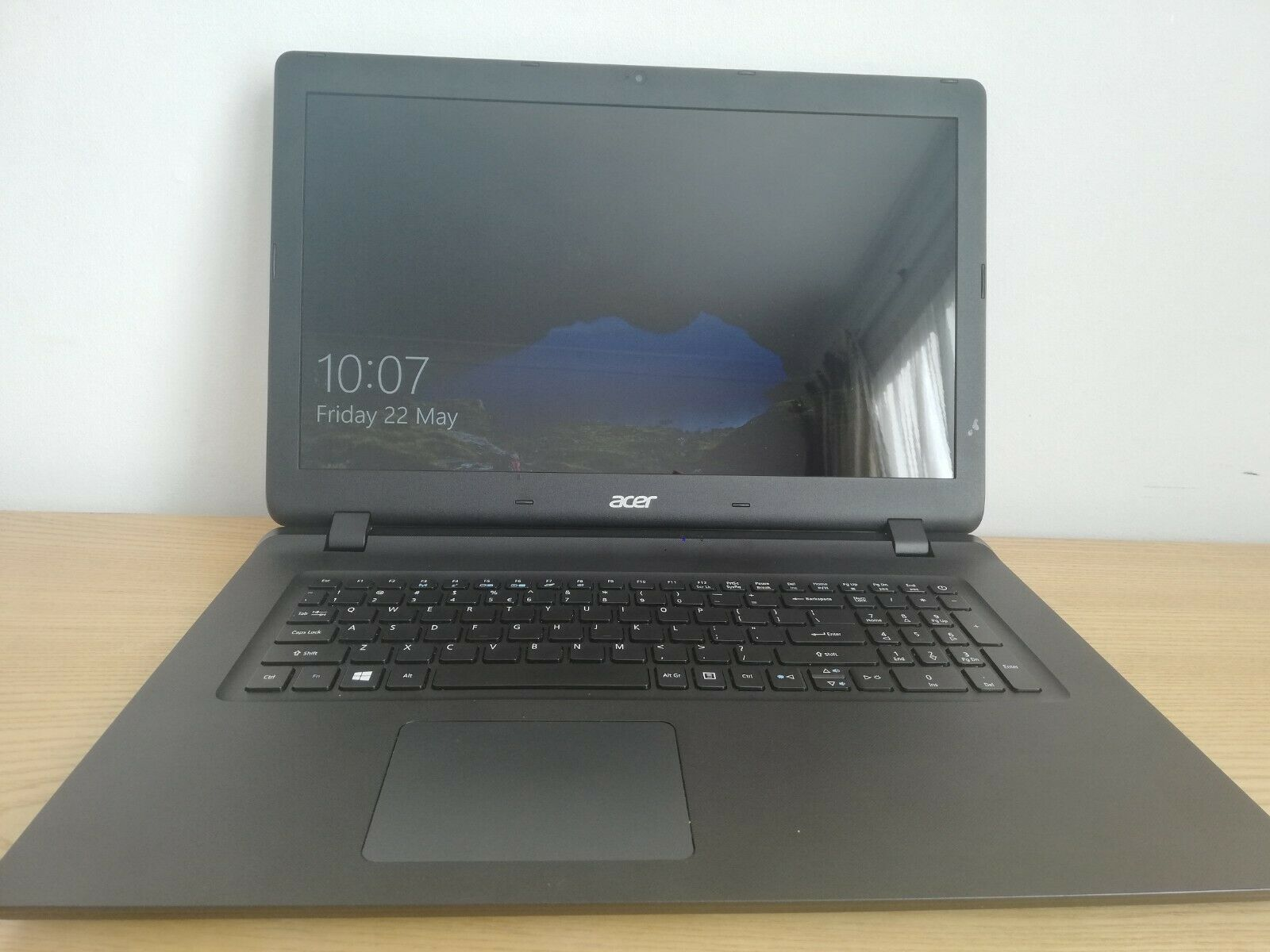 "Laptop Windows - Laptop Acer ES1-732-Celeron N3350, Display 17.3"", 256gb SSD, WIndows 10"