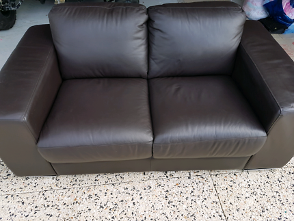 Quality leather lounge