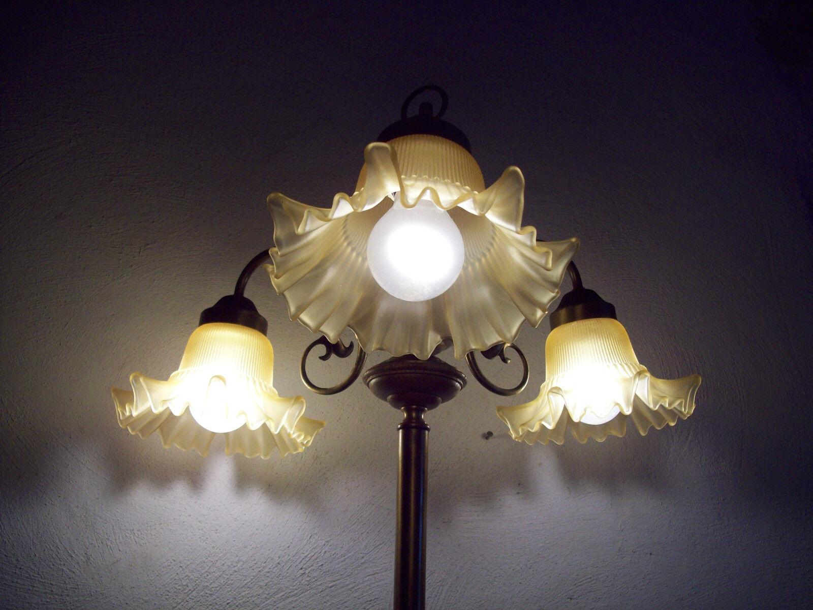 Ungew hnliche drei flammige stehlampe leselampe bodenlampe for Stehlampe leselampe