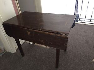FOLDING SOLID WOOD TABLE