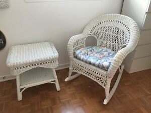 Chaise berçante osier avec table