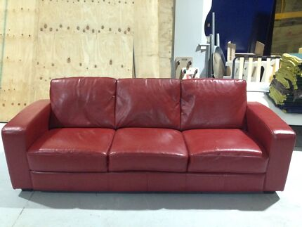 Beautiful Retro Vintage Red Leather Or Vinyl Couch Sofa Delivery