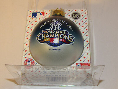 (NEW YORK YANKEES World Series CHAMPIONS Christmas TREE ORNAMENT RD Glass Ball )