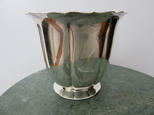 """EARLY AMERICAN INTERNATIONAL SILVER COMPANY  SLIVER PLATED VASE 5"""" TALL"""