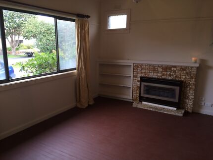 Room available in share house near train station Reservoir Darebin Area Preview