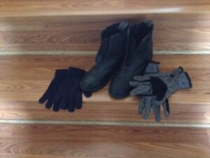 Ankle riding boots and gloves