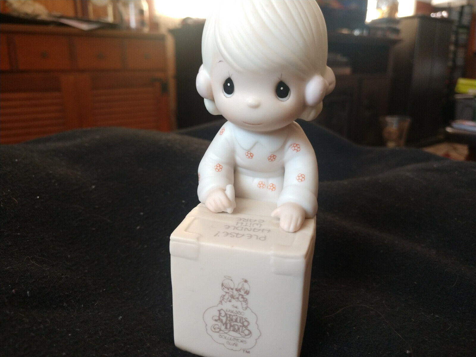 """Vintage 1987 Precious Moments E-0007 """"SHARING IS UNIVERSAL"""" Figurine"""