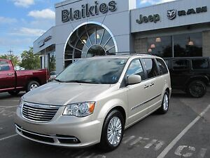 2015 Chrysler Town & Country Premium   BLU RAY   HEATED SEATS  